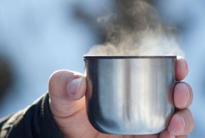 Minum minuman panas ada manfaatnya?