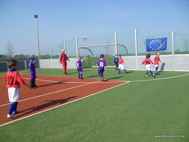 Veľkonočný medzinárodný ZLATÝ futbalový turnaj ČSFA (17.4.2011) - P1020040.JPG
