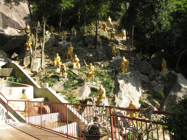 buddhas as landscaping