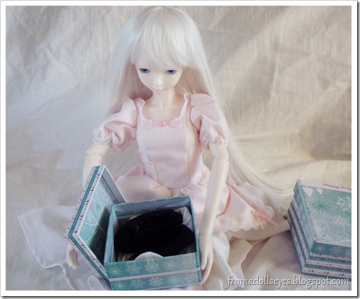 Ball Jointed Doll Opening Presents