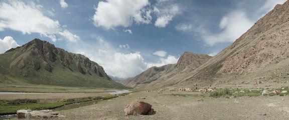 Grandiose Bergkulisse östlich von Örük Tam