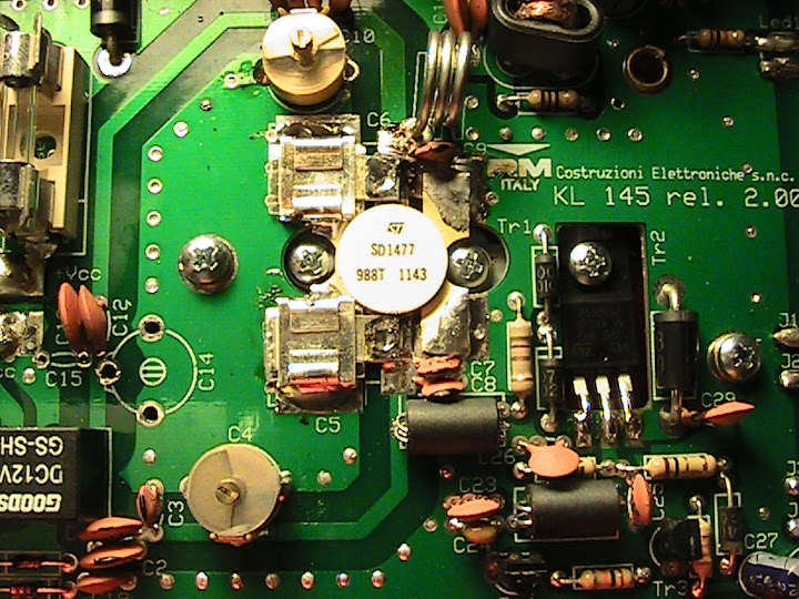A close-up view                       showing the SD1477 transistor in the RM Italy                       KL-145 linear amplifier.