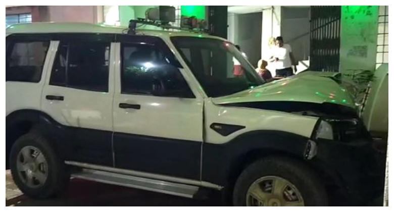 एसपी की गाड़ी ट्रक से टकराई, एसपी सहित तीन पुलिसकर्मी चोटिल