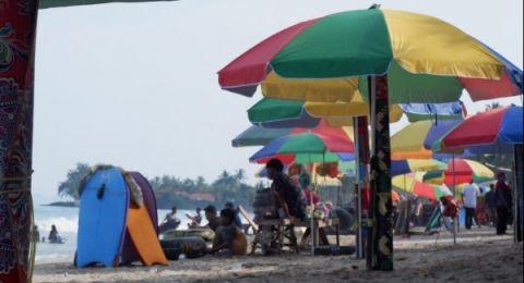 Pengelola dan Pedagang wisata Pantai Anyer Kecewa, Minta Wisata Dibuka Lagi