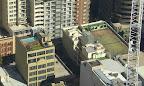 Pool und Tennisplatz auf dem Dach