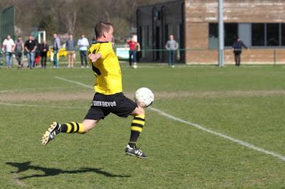 Buitenspel - 1e ploeg: 2-1