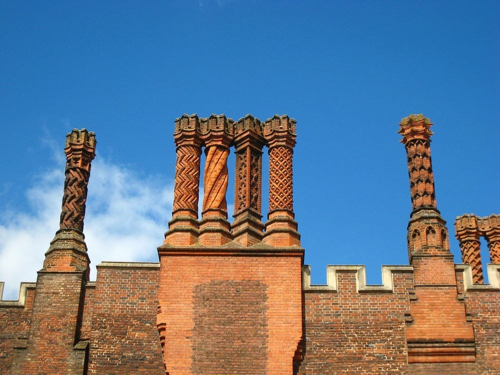 hampton-court-palace-chimneys-4