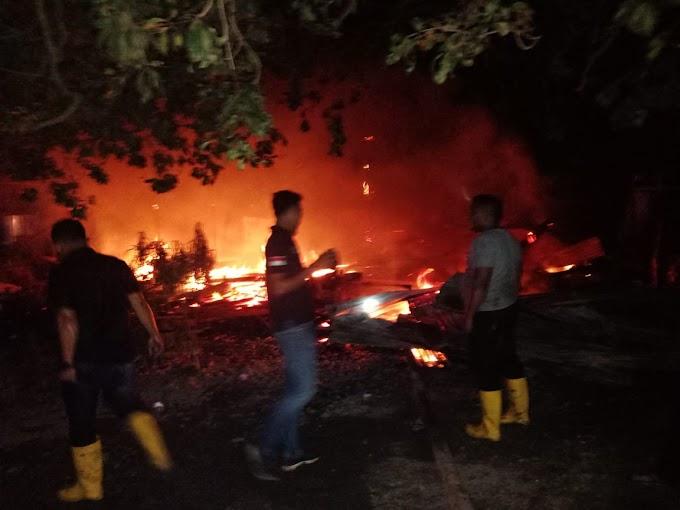 Breaking News :. 2 Unit Rumah Warga Kembali Terbakar di Simpang Ulim Aceh Timur