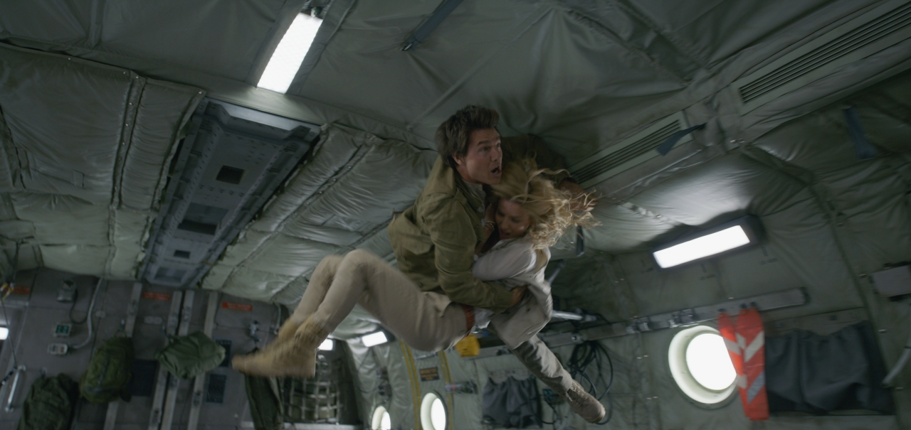 Tom Cruise and Annabelle Wallis in THE MUMMY. (Photo courtesy of Universal Pictures).