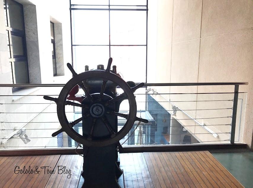 Timón de embarcación en el museo marítimo de Asturias