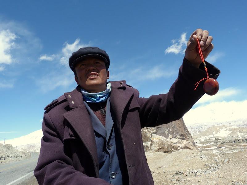 XINJIANG. Karakoram Highway, lune des plus haute route au monde, en passant a 4400 m - P1280519.JPG