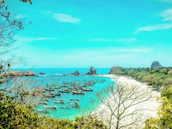 Liburan Akhir Tahun, Cobak deh Mampir ke Jawa Timur, Karena ada 10 pantai Indah Jawa Timur yang Wajib Dikunjungi