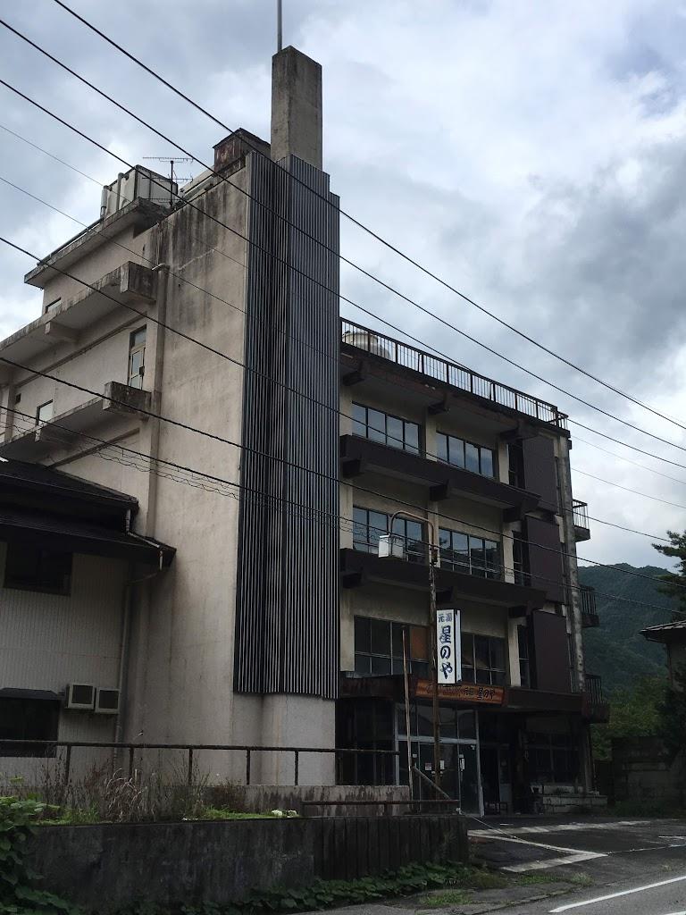 鬼怒川温泉廃墟ホテル 元湯 星のや 外観南側