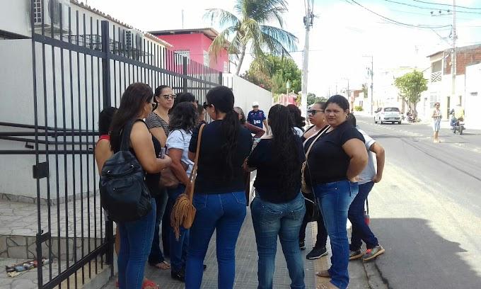 A Escola Maura Bezerra ainda se encontra sem aula e representas vão ao MP