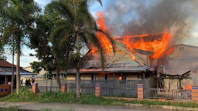 1 Unit Rumah, Bangunan 3 Pintu Ludes Terbakar di Sekadau