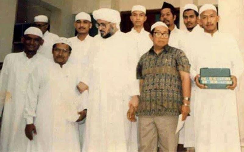 Sayyid, Sharif, Habib dan Mirza (bukan Firza)