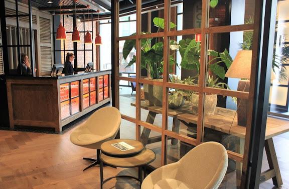 The Corner recepció.jpg