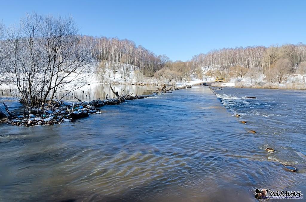 Под водой скрылся Чекалинский мост. На 10 часов утра 8 апреля вода поднялась на 20 см над уровнем моста.