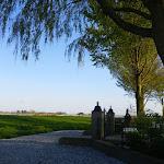 013-Lang geleden was Idzega een zelfstandige parochie met kerk. Nu rest nog alleen het kerkhofje.