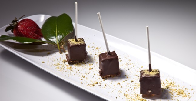 ... Them Eat Cake (At Your Wedding): DIY Chocolate Covered Cheesecake Pops