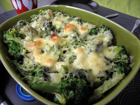 zapiekanka z makaronem i brokułami