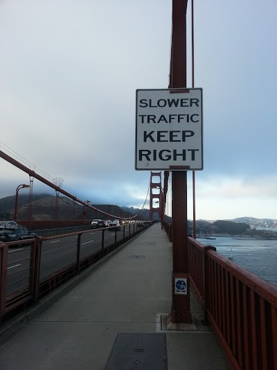 Таблички на мосту Золотые Ворота