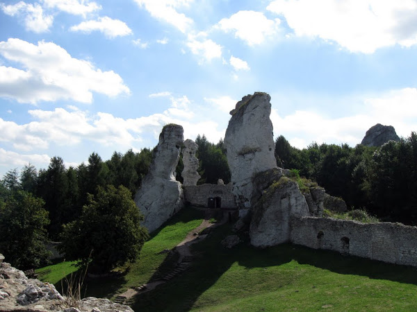 zamek ogrodzieniec - skałki trzy siostry