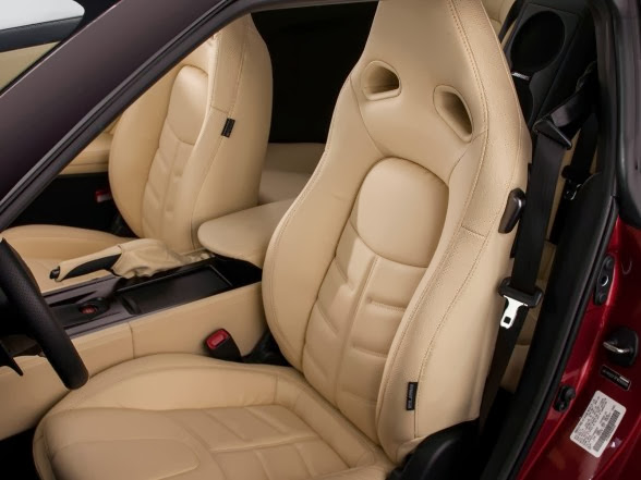 2015 Nissan GT-R - Seats