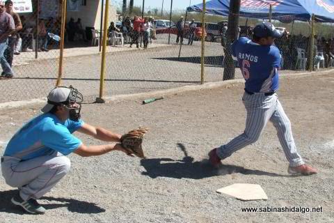 David Yesed Ramos de Agua y Drenaje en el softbol del Club Sertoma