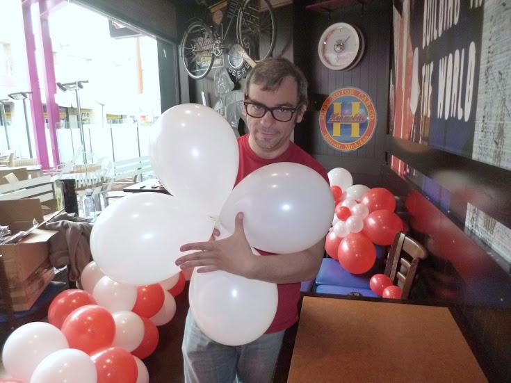 como-hacer-decoracion-flor-globos-02