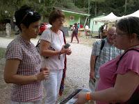 Vadasi Zsuzsa a Nógrád megyei Háztartások Foglalkoztatásáért Alapítványtól (jobbról).jpg