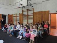 02 Látogatóban az egyházi iskolában.JPG