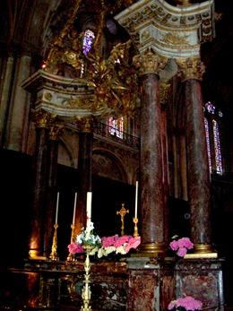 2004.05.22-034 maître-autel de la cathédrale