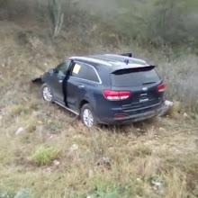 VICENTE NOBLE: Conductor pierde el control y termina en precipicio.