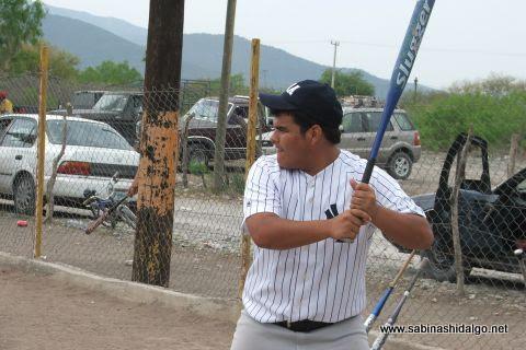 Jorge Martínez de Yankees en el softbol del Club Sertoma
