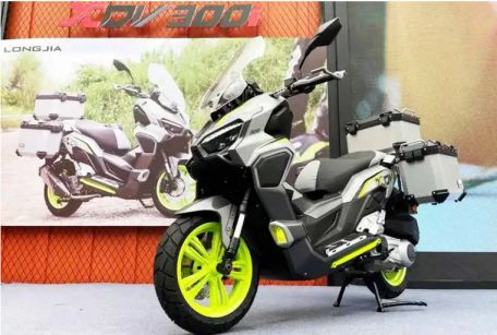 """A big scooter motorcycle was launched. Another interesting model is the Longjia XDV 300i at the 2021 China Motor Show in China, where it comes with the concept. """"Ready to go on adventures in time"""" that is, it is a bike that is normally used for city driving. But it is always ready to wade through the dirt and soil. This is the same concept as the Honda ADV150 and Honda ADV350 that will be launched in the near future.  In terms of design work, the Longjia XDV 300i can be called It is partially inspired by the Honda ADV150, but the shape of the front lights There is a clear difference (Looks like a Longjia Vmax) and the interesting thing is that besides the LED DRL, it also has 2 more fog lights installed. But the front body is similar to the ADV 150 in the rear body. It is similar to the X ADV 750, however overall, the Longjia XDV 300i is still considered a very well-designed bike.  And one of the outstanding features of the Longjia XDV 300i is the upside down front suspension, while the rear is dual shock. along with the installation of the sub tank Disc brakes both front and rear Full digital LCD display screen showing all the different values.  In terms of engine specifications, it comes in the coordinates of 278.2xx 1-cylinder SOHC, 4-stroke, liquid-cooled. Provides a maximum horsepower of 24.8 HP at 7,500 rpm and a maximum torque of 24.5 Nm at 6,750 rpm. The fuel tank capacity is 13.5 liters, which is considered comfortable enough. for bikes in this class As for the weight, it is considered quite light at 169 kg. As of yet, no official pricing has been released for the Longjia XDV 300i, but it is expected to be soon. This we will already know."""