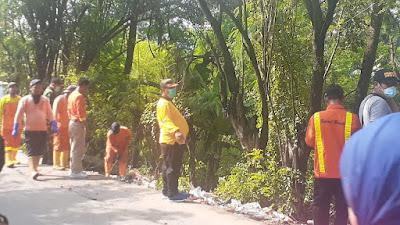 Camat Tambun Utara Pimpin Langsung Pembersihan Sampah Sepanjang Jalan CBL