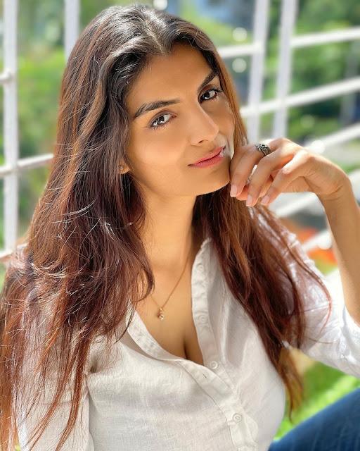 Bollywood Actress Anveshi Jain