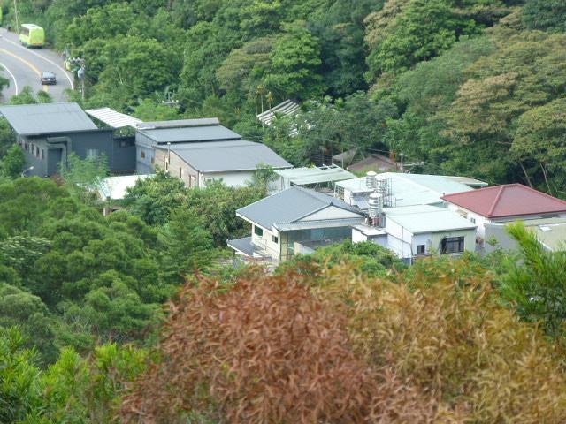 une mini vallée quelques maisons dont le restaurant, coincées bien au calme