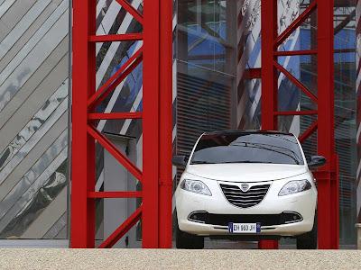 Lancia-Ypsilon_2012_1600x1200_Front