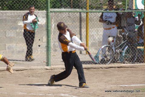Rogelio Cárdenas de Hipertensos en el softbol botanero