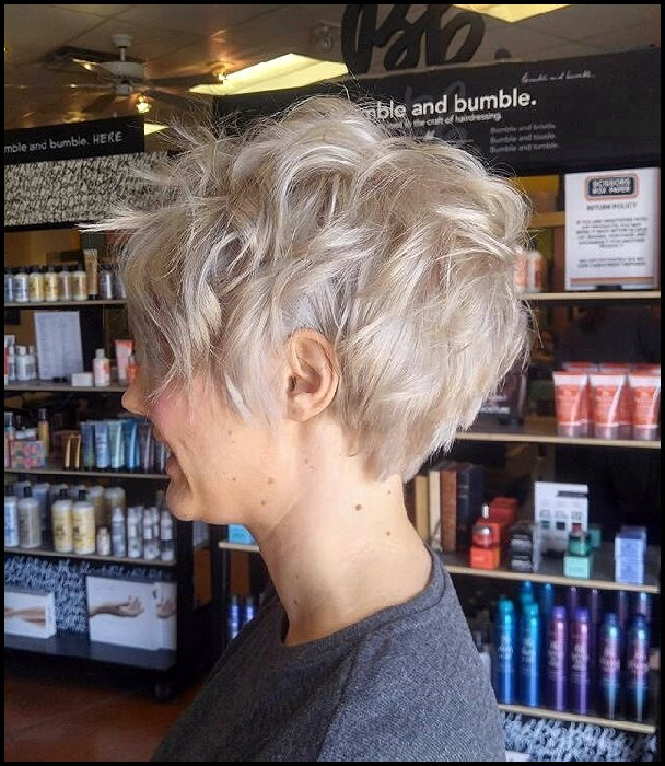 +10 Latest Short Hairstyle For Women Over 40 - 50 5