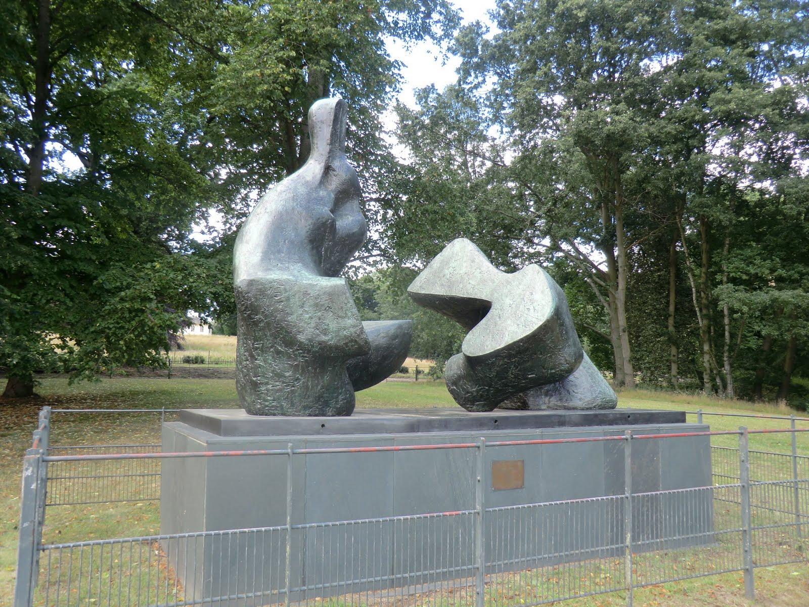 CIMG9360 Henry Moore sculpture, Kenwood Estate
