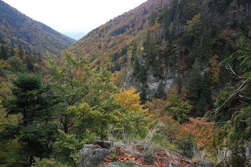 V Šútovská dolina sponad vodopádu