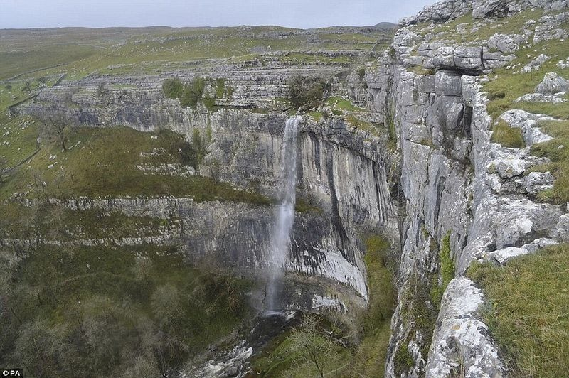 malham-cove-waterfall-4