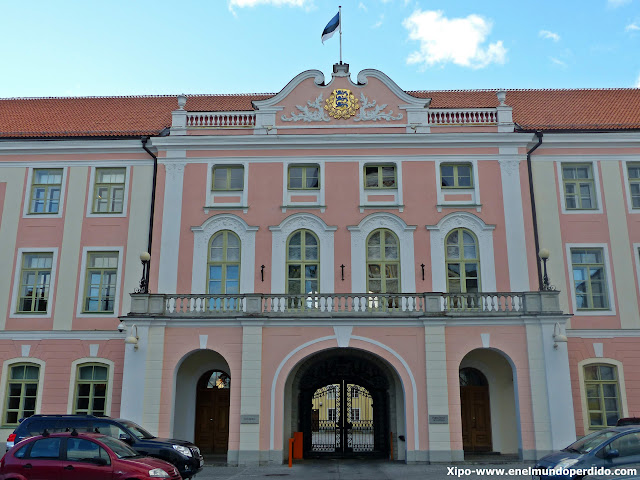 parlamento-estonia-tallin.JPG