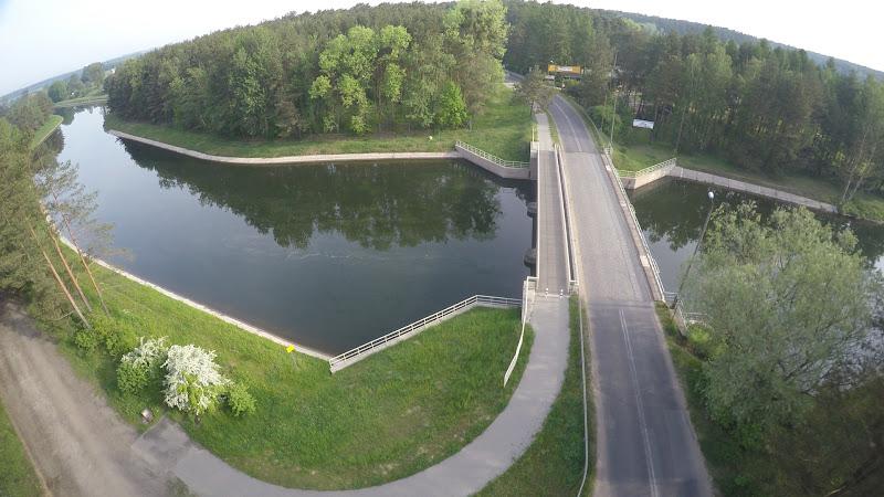 wynajem drona zdjęcia z lotu ptaka z drona jezioro w Samociążku z lotu ptaka