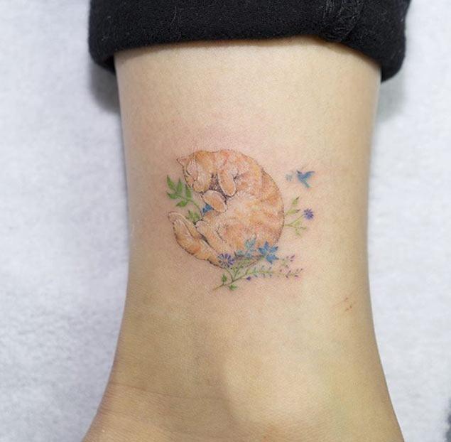 Este pequeno tornozelo tat