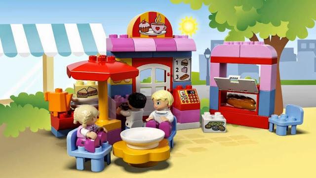 Khung cảnh nhộn nhịp đông vui của bộ Lego Duplo 10587 Quán Cafe giải khát