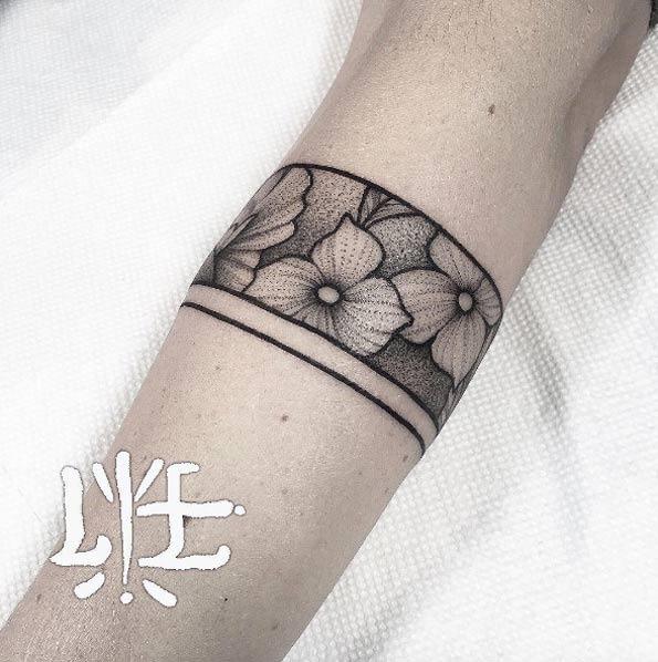 este_simples_punho_floral